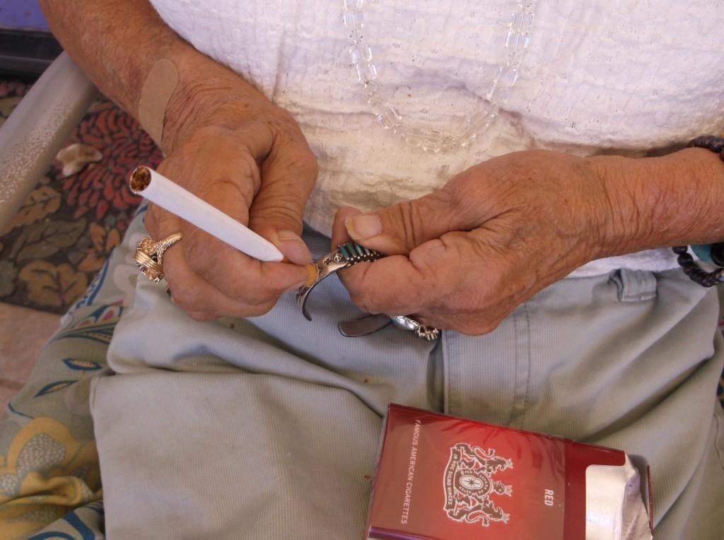Cigarette filter polishes silver